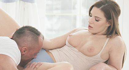 There is nothing that makes Athina more horny, than sucking the pussy