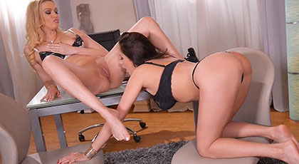 Lesbian love in the office between the boss and her secretary