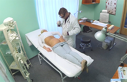 Enfermera de tetas enormes - Canalpornocom
