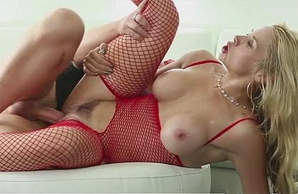 Sexo sucio por el culo con una rubia zorra - Porn Won