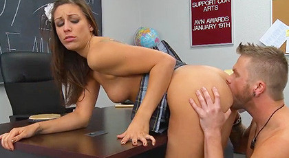 Rilynn Rae get\'s that her trainer suck her pussy