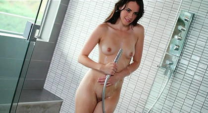 The horny Veronica Radke wants sex in the shower now !!