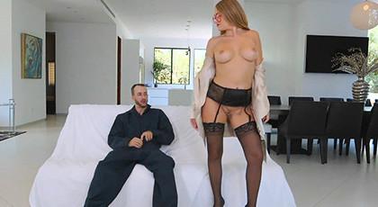 Sexy Kandace Kayne Locked Herself Out