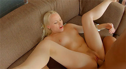 Lola Taylor in a gonzo porn anal video with internal cumshot