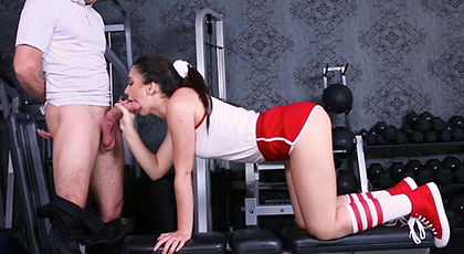 Joseline Kelly, the brunette girl of the gym comes go to the cock of her coach