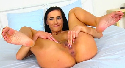 Nicole Love opens her ass well for hard penetration