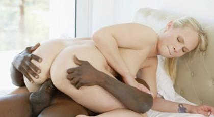 Dakota James enjoys a lock between his powerful buttocks