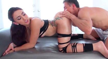 Mandy Muse\'s ass deserved a good penetration
