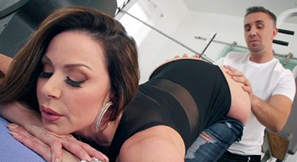 Kendra Lust is allowed to penetrate by her personal trainer in the gym