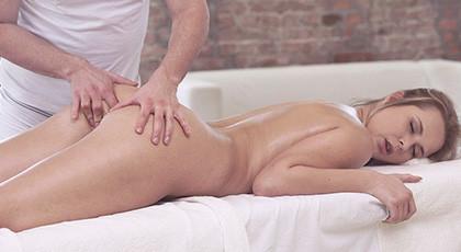 Fiery full anal massage at Nikki Dream