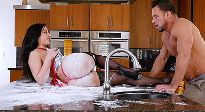 Whitney Wright wants to play in the kitchen with her friend\'s husband