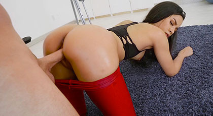 The pleasure of a Latin ass, Maya bijou