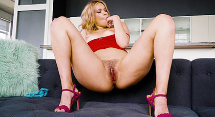 Kendall Kross comes looking forward to dick on her furry bunny