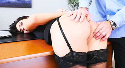 My submissive secretary loves the anal sex, Valentina Nappi