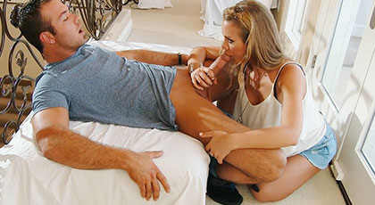 Cum in the pussy of my mature and married neighbor