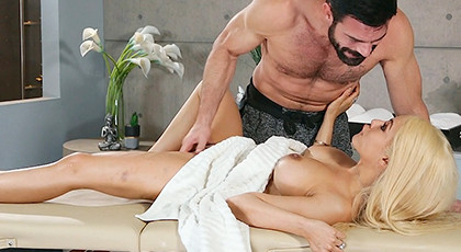 Massage and Squirt with multi-orgasmic girl