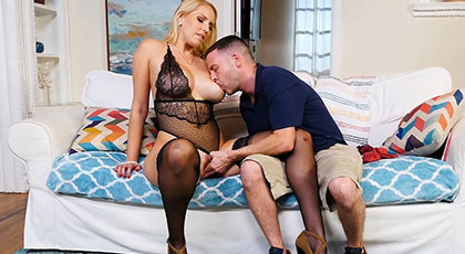 The neighbor\'s wife puts on her best lingerie and wants to fuck me