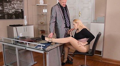 Porn with the secretary and cum on her feet