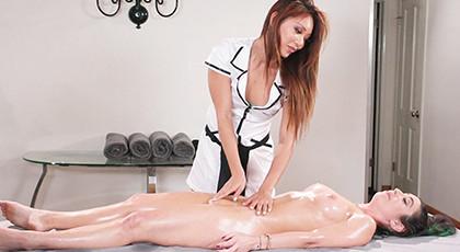 Complete lesbian massage