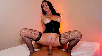 She puts on her best erotic lingerie to fuck with her neighbor