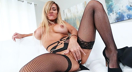 Sexual pleasure with a very excited mature