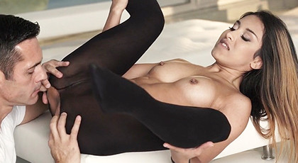 Breaking the tights and fucking the pussy of a sensual young woman