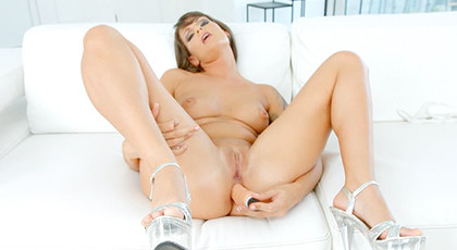 She has a lot of vice for the anal