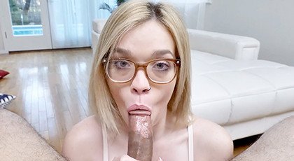 The girl with the glasses knows how to make great blowjobs