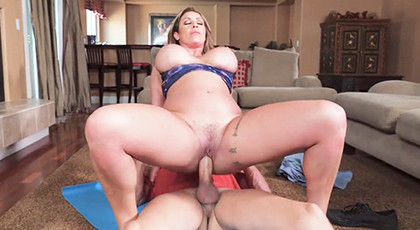 Mature with big curves fucks hard