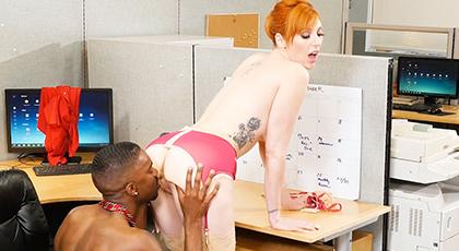 The pleasure of having a nympho partner as secretary
