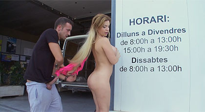 Sex in public with blonde