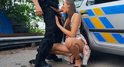 Vicious girl Testing the police weapon