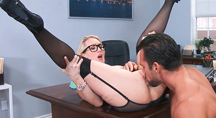 The secretary opens her legs for the boss
