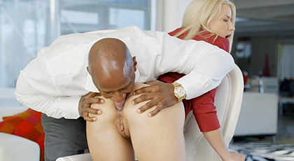 Opening the ass of a blonde to put a big cock