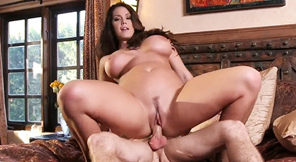 Brunette with big curves in sex with a friend