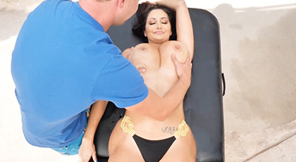 Busty mature Excited by her masseuse
