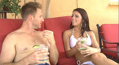 Adriana Chechick gets horny when drinks a gin & tonic