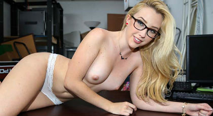 The natural beauty of Samantha Rone