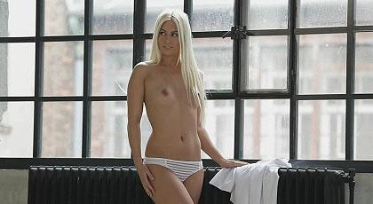 Languid and sensual Jessie Volt