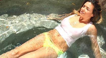 A nasty and strange girl�visit my pool