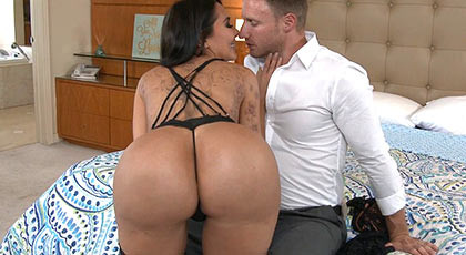 Sexy milf busty ass fucking great shakes her ass with a cock in her pussy, sucking and swallowing semen from her dirty mouth