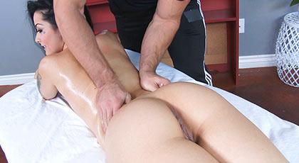 Massage her ass