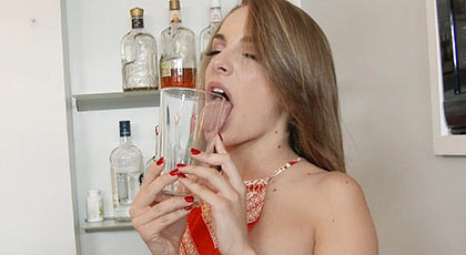 Fucking a tender, hot a bitch of 18 years old, she loves the taste of cum in her mouth
