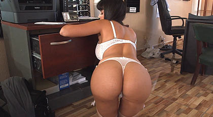 Creampie inside of busty latina milf  with amazing ass who spreads her buttocks to better feel the cock in her pussy