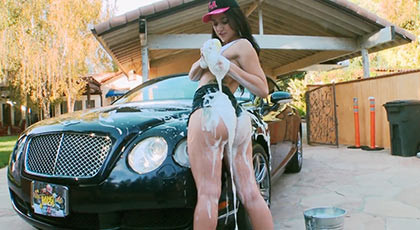 Deep anal sex with a ssed brunette who washing the car with her big buttocks and after she clean the dick with her tonge