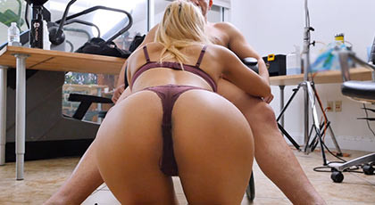 Wonderful blonde amateur with a big ass in a casting porn