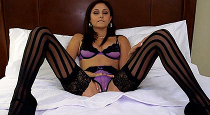 The bicth Ariana Marie in hotest lingeri wanted a big cock to fucking her in the bed
