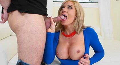 Meets her boss with his powerful tits