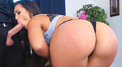 The Secretary milf Kelsi Monroe and her huge ass, enjoys playing with the cock of her boss in the office