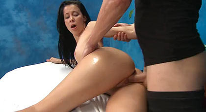 Alaina loves massages give much pleasure in her pussy